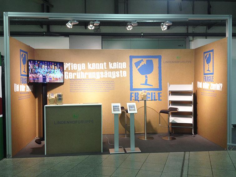 Kongress-Stand der Lindenhofgruppe mit Ipad-Displays / Agentur KARGO