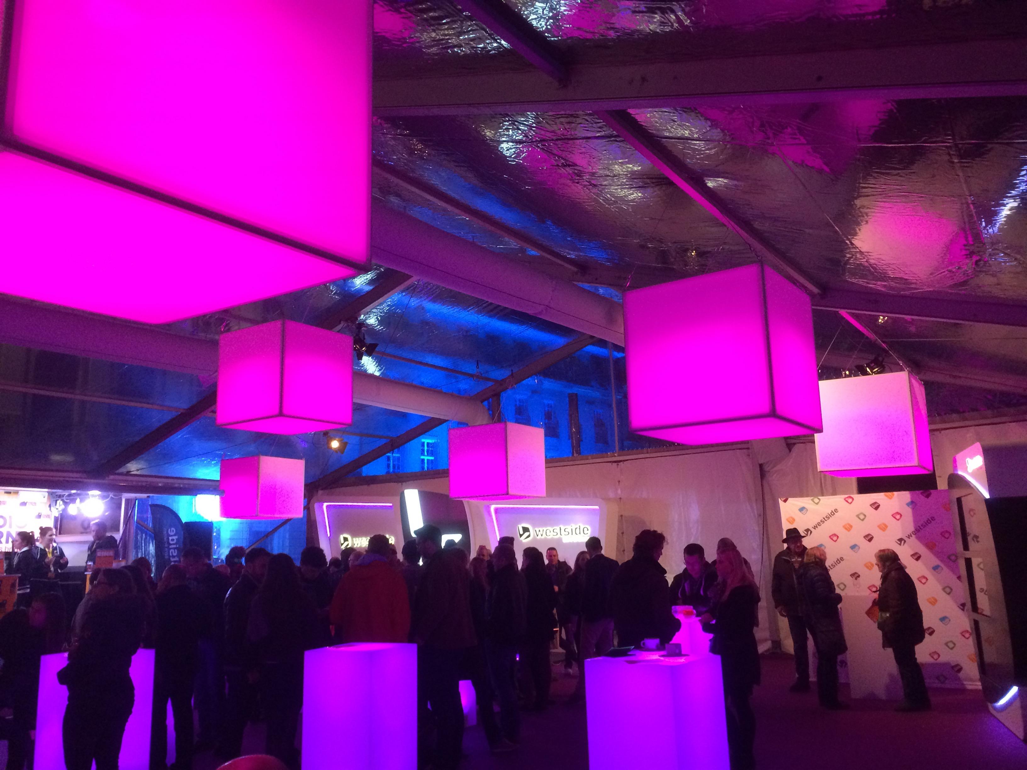 Museumsnacht Bern -Fliegende Cubes mit Akku-Lichtsteuerung