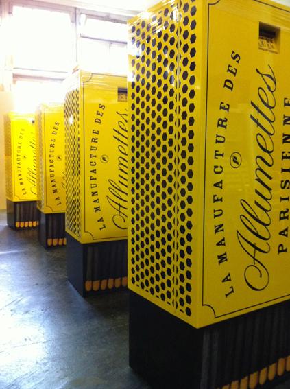 New Design Parisienne Automaten. Umsetzung und Produktion für formeldrei. Robuste Blechhülle 2K gespritzt, Beschriftung überlackiert, die halten was aus..