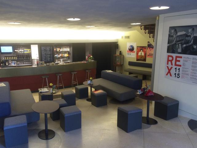 Bar/Lounge Mobiliar für Bern's neues Kulturkino REX. Polsterung und Tische aus Stahl mit Desktop Lino belegt. Agentur Birrrer Design