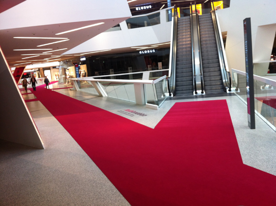 ...für die Fashion Days im westside haben wir doch tatsächlich 1,3KM Teppichbahnen verlegt. Das Resultat lässt sich sehen.